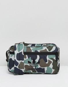 Камуфляжная сумка через плечо adidas Originals - Зеленый
