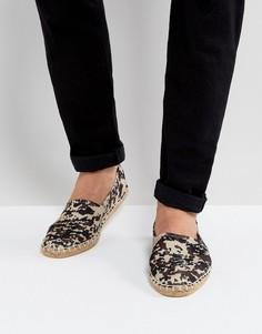 Бежевые эспадрильи-слипоны с камуфляжным принтом ASOS - Светло-серый