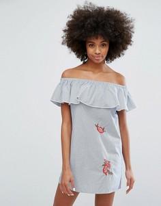 Платье в полоску с открытыми плечами и вышивкой Only - Белый