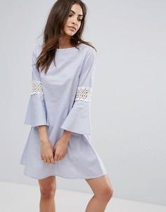 Платье с кружевными вставками и рукавами клеш Influence - Синий