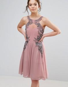 Короткое приталенное платье из шифона с декоративной отделкой Little Mistress - Розовый