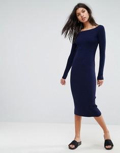 Вязаное платье в рубчик с открытыми плечами ASOS - Темно-синий