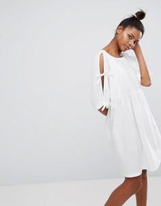 Свободное платье с завязками на рукавах Monki - Белый
