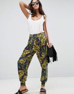 Гаремные брюки с тропическим принтом ASOS - Мульти