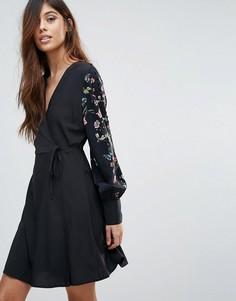Платье с запахом и вышивкой на рукавах Vero Moda - Мульти