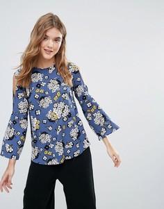 Блузка с цветочным принтом, разрезами на плечах и рукавами клеш Closet - Зеленый