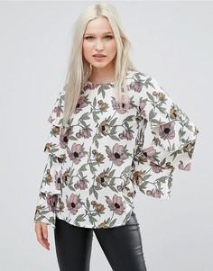 Топ с цветочным принтом и оборками на рукавах AX Paris - Кремовый