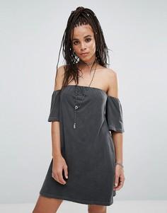 Платье с открытыми плечами NYTT - Черный