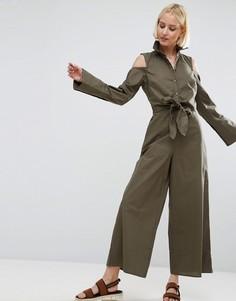 Комбинезон с отделкой в стиле рубашки, поясом и открытыми плечами ASOS - Зеленый