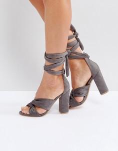 Босоножки на блочном каблуке со шнуровкой и узлом Glamorous - Серый
