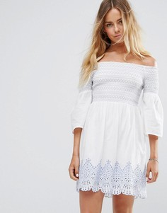 Платье с открытыми плечами и вышивкой Miss Selfridge - Белый