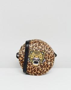 Круглая сумка через плечо с леопардовым принтом и аппликацией в виде тигра Skinnydip - Мульти