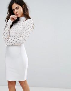 Бандажное платье с воротником-стойкой и золотистой решетчатой отделкой WOW Couture - Белый
