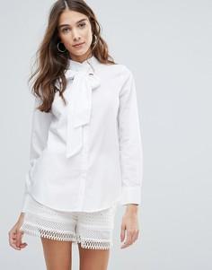 Блузка с бантом и люверсами QED London - Белый
