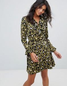 Платье с запахом и леопардовым принтом Liquorish - Зеленый