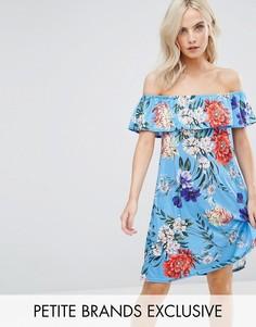 Платье с открытыми плечами и цветочным принтом Boohoo Petite - Синий