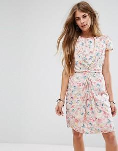Присборенное спереди платье с принтом Yumi - Розовый