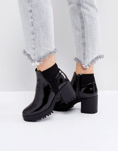 Ботинки челси на каблуке с эластичными вставками Truffle Collection - Черный
