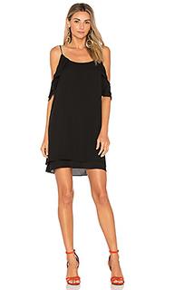 Мини платье с открытыми плечами - krisa