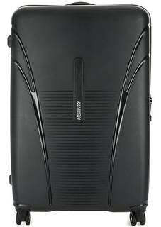 Черный пластиковый чемодан на колесах American Tourister