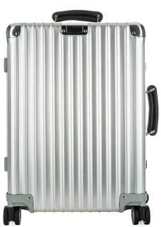Серебристый чемодан из алюминия Rimowa