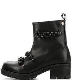Черные кожаные полусапоги с декором Love Moschino