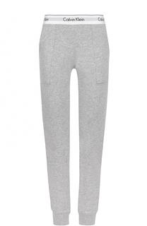 Хлопковые брюки с карманами и логотипом бренда Calvin Klein