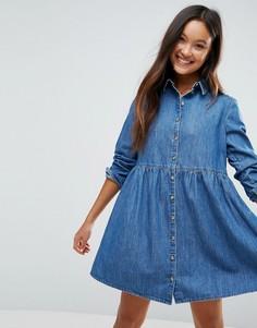 Свободное джинсовое платье-рубашка синего выбеленного цвета ASOS - Синий