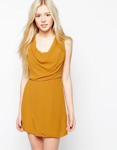 Цельнокройное платье со свободным воротом Wal G - Желтый