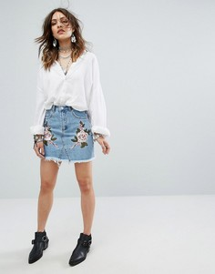 Джинсовая юбка с заклепками и цветочным узором Missguided - Синий