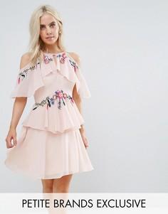Платье мини с цветочной вышивкой, вырезами на плечах и открытой спиной Frock And Frill Petite - Розовый