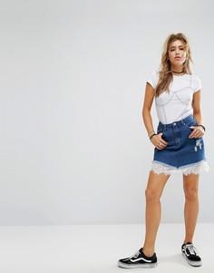Джинсовая мини-юбка с кружевной отделкой Boohoo - Синий