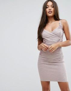 Платье мини с кружевной отделкой и эффектом металлик Lipsy - Розовый