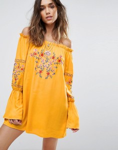 Платье с открытыми плечами и цветочной вышивкой Boohoo - Желтый
