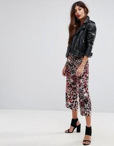 Укороченные брюки с широкими штанинами и принтом Sisley - Розовый