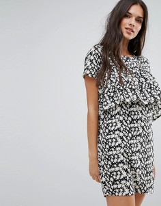Свободное платье с оборкой спереди и звездным принтом Daisy Street - Черный