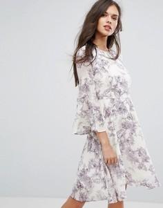 Платье с цветочным принтом и рукавами клеш Y.A.S Pallida - Кремовый