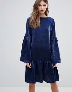 Сатиновое платье с заниженной талией Minimum - Синий