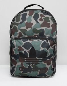 Классический рюкзак с камуфляжным принтом adidas Originals BQ6084 - Зеленый