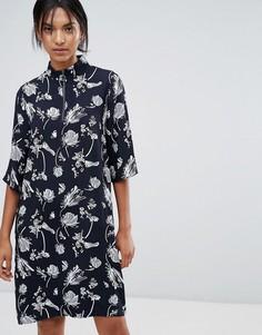 Свободное платье с воротником-стойкой и принтом Just Female Hamie - Темно-синий