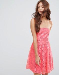 Кружевное приталенное платье бандо Zibi London - Красный