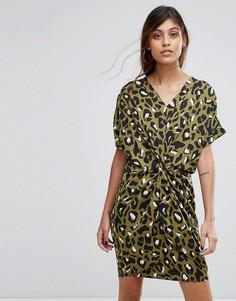 Платье с перекрученной отделкой и леопардовым принтом Liquorish - Зеленый
