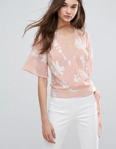 Блузка с вышивкой и запахом Lipsy - Розовый