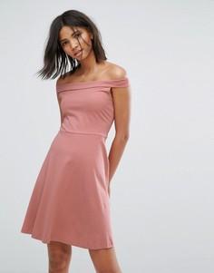 Короткое приталенное платье с открытыми плечами Only - Розовый