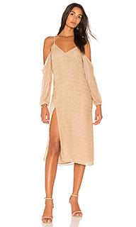 Платье-комбинация с открытыми плечами - Michelle Mason