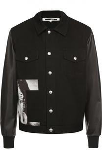 Джинсовая куртка с принтом и кожаными рукавами MCQ