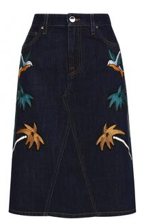 Джинсовая юбка-миди с контрастной вышивкой Victoria by Victoria Beckham