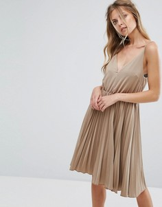 Короткое приталенное платье на бретельках Glamorous - Серебряный