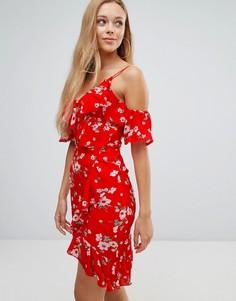 Платье с вырезами на плечах, цветочным принтом и рюшами Parisian - Красный