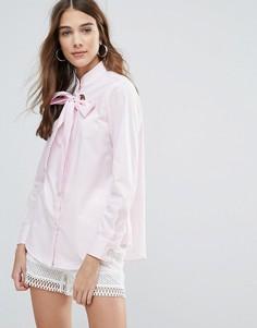 Блузка с бантом и люверсами QED London - Розовый